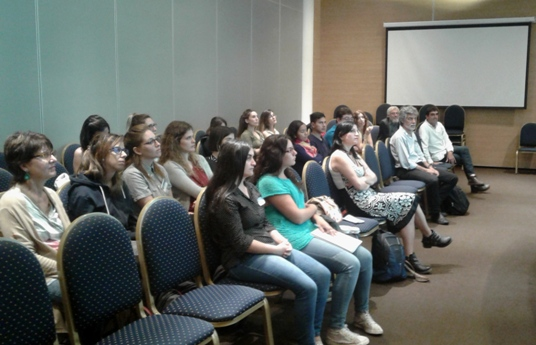 Decenas de participantes del Primer Seminario Neurociencias y Arte. Fotos: CONICET y gentileza investigadores.